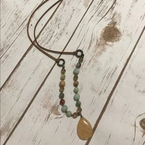 Jewelry - Natural stone/bead necklace